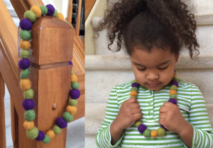 mardi gras diy kid friendly felt bead necklace- felt bead necklace for mardi gras