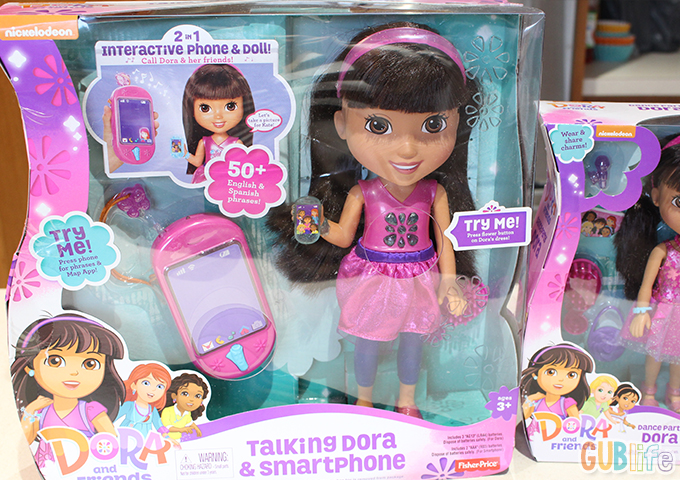 Dora and friends talking Dora and Smartphone