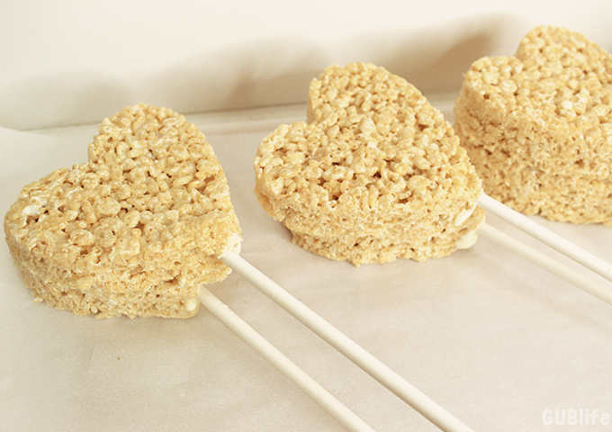 chocoled drizzle rice treats-heart on sticks
