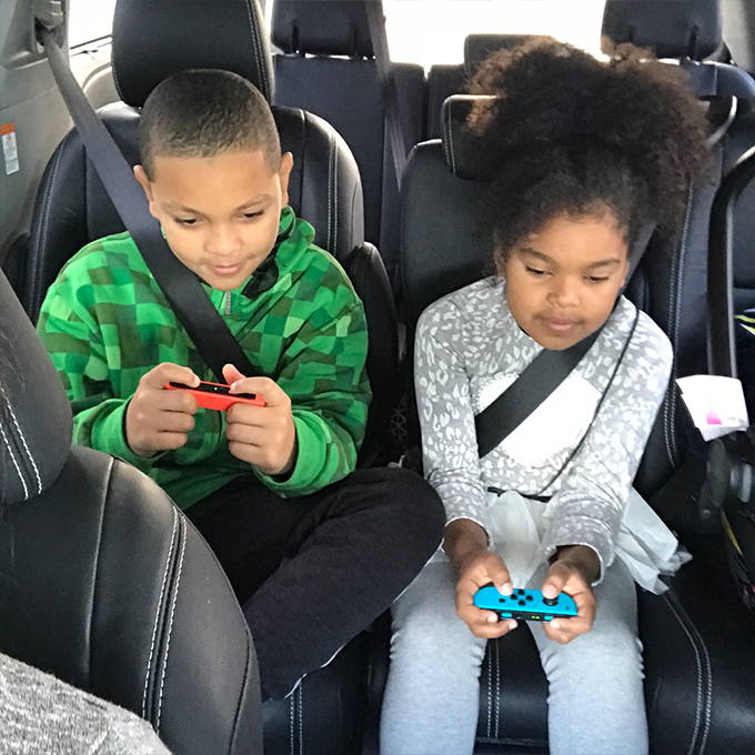 Gaming-in-a-miniVan-Toyota-SiennaGUBholiday