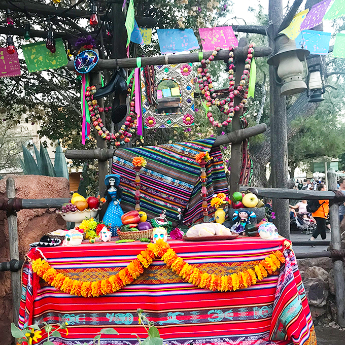 day of the dead alter disneyland